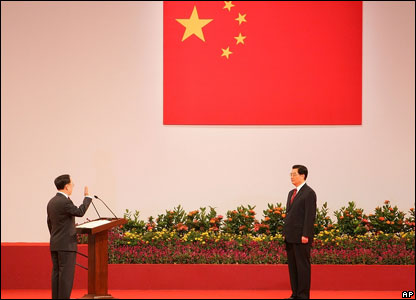 Chinese president Hu Jintao (right) swears in Hong Kong Chief Executive Donald Tsang for a new five-year term.