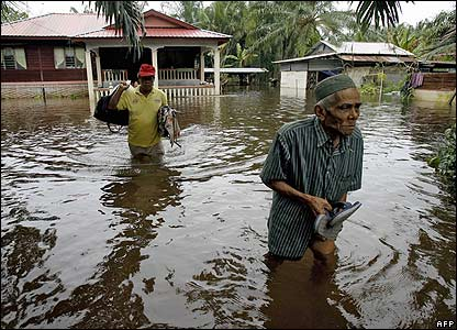 BBC NEWS | In Pictures | In pictures: Floods hit Malaysia