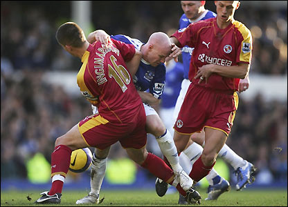 Ivar Ingimarsson and Steve Sidwell challenge Andy Johnson