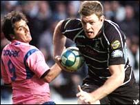 Nikki Walker scores a try for the Ospreys against Stade Francais