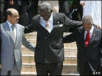 Ethiopian PM Meles Zenawi, Ghanaian President John Kufuor and South African counterpart Thabo Mbeki get together for a photo