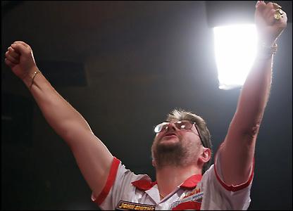 Martin Adams wins the title
