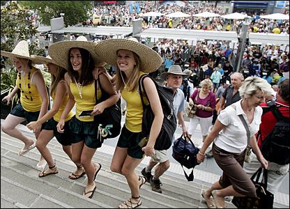 Fans pour into Melbourne Park