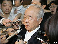 Fumio Kyuma faces reporters on 2 July 2007