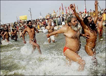 Hindu pilgrims at Sangam in Allahabad, India