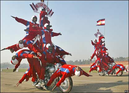 Indian soldiers show their acrobatic skills in Delhi