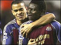 Kieron Dyer celebrates with Obafemi Martins after his lightning strike
