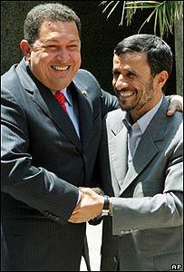 Chávez (iz.) y Ahmedinejad