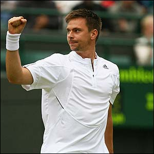 Soderling celebrates winning the third set