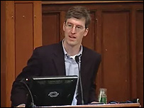 """Steven Levitt, coautor del libro """"Freakonomics"""" y profesor de la Universidad de Chicago, en un video del canal universitario."""