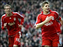 Liverpool captain Steven Gerrard (r) and Peter Crouch