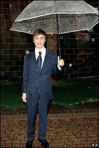 Daniel Radcliffe arrived with an umbrella
