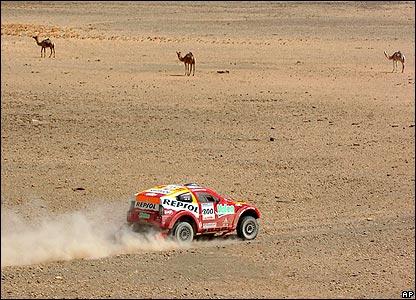 Luc Alphand's Mitsubishi during the ninth stage of the Dakar Rally Tichit and Nema, Mauritania