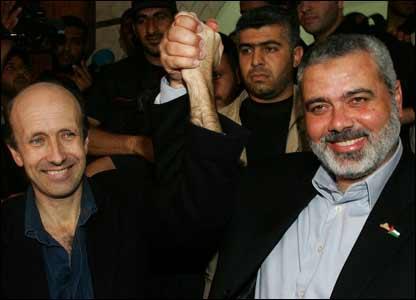 Johnston y el líder de Hamas en Gaza Ismail Haniya