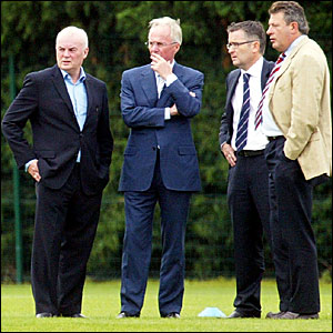 Manchester City chairman John Wardle (left) speaks with Sven-Goran Eriksson (second left)