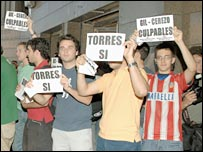 Atletico Madrid fans show their displeasure at Fernando Torres' sale