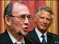 Harold Pinter, with Dominique de Villepin in the background