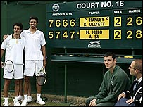 Marcelo Melo and Andre Sa by the final scoreboard