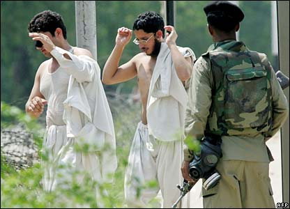 Radical Islamic students surrender to police outside the Lal Masjid on 5 July