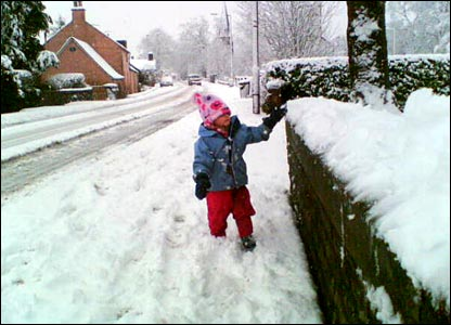 Tot in snow