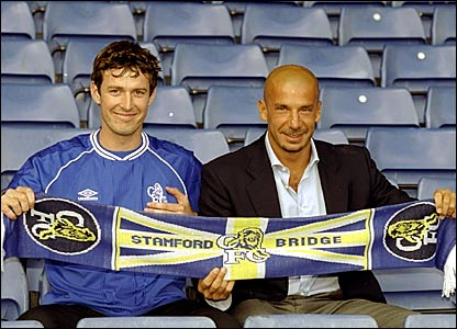 Chris Sutton (left) with Chelsea manager Gianluca Vialli