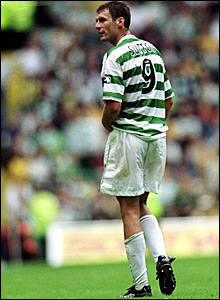 Chris Sutton playing for Celtic in 2000
