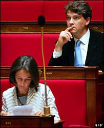 Segolene Royal (l) and suspended spokesman Arnaud Montebourg