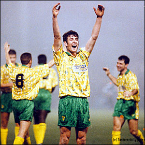 Chris Sutton celebrates victory over Bayern Munich