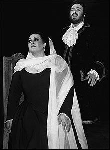 Montsarrat Caballe and Luciano Pavarotti in Un ballo in maschera, 1980/81 (Donald Southern Collection)