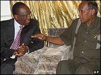 UN envoy Francois Fall (l) and Somalia President Abdullahi Yusuf (r)