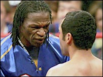 Floyd Mayweather Sr (l) and De La Hoya before his WBC super welterweight title win against Ricardo Mayorga