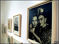 En la casa de Frida Khalo se exhiben fotos hasta ahora in�ditas de la artista.