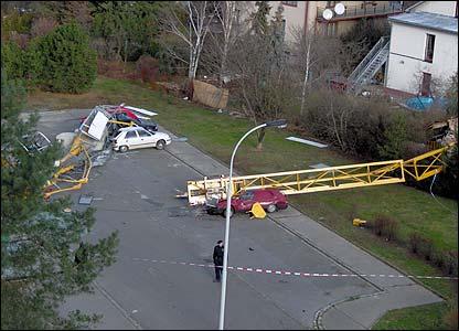 Crane brought down in Prague (Pic: Seba Barto)