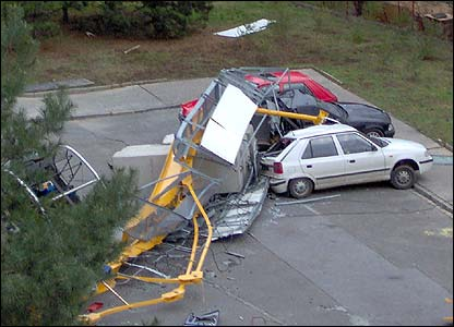 Cars damaged by a falling crane (Pic: Seba Barto)