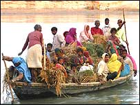 A crowded boat in India