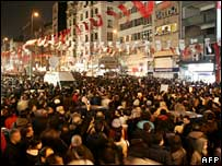 Crowds gather in Istanbul to protest at Hrant Dink's murder