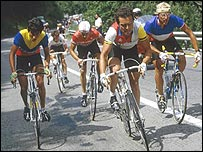 Bernard Hinault (centro), Luis Herrera (izq.) y Laurent Fignon (Foto Tour de France)