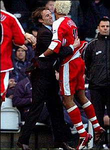 Middlesbrough goalscorer Abel Xavier (right) embraces manager Gareth Southgate after scoring against Bolton