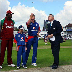 West Indies captain Chris Gayle (left) and England skipper Paul Collingwood (second right) at the toss