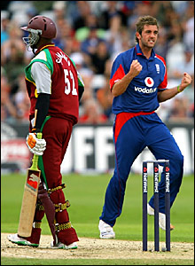 Marlon Samuels (l) trudges off after being dismissed by Liam Plunkett (r)