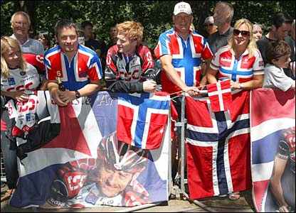 Norwegian cycling fans in London