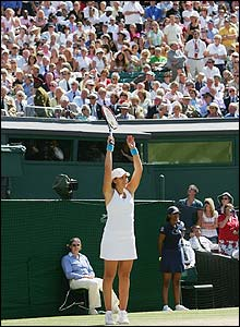 Bartoli still has time to enjoy a Mexican wave