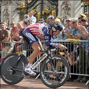 David Zabriskie passes Buckingham Palace