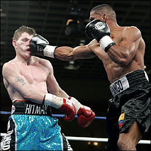 Juan Urango (right) lands a punch on Ricky Hatton in round six