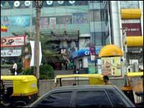 Bangalore shopping mall and rickshaws