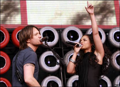 Keith Urban (L) and Alicia Keys (R)