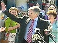 Ieuan Wyn Jones with Plaid Cymru supporters