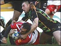 Ben Cohen tackles Philippe Bibabe
