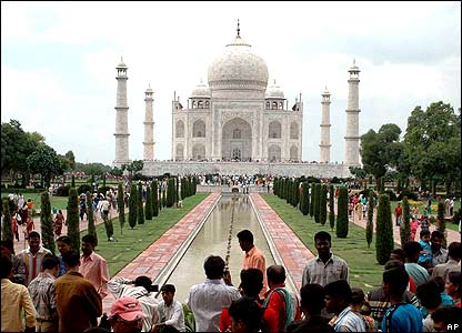 Tourist at the Taj Mahal on 8 July 2007