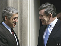 Britain's Prime Minister Gordon Brown (right) with his Portuguese counterpart Jose Socrates